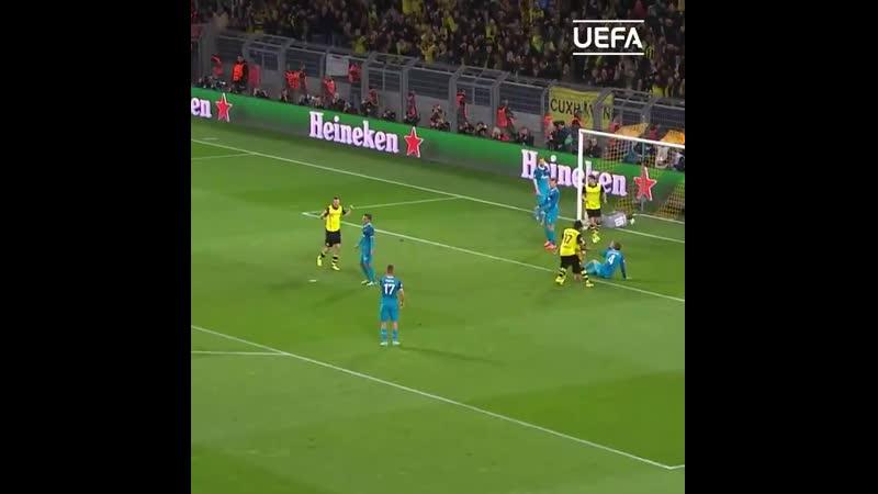Старая гвардия «чёрно-жёлтых» организовывает гол в ворота «Зенита»