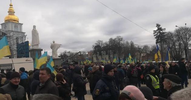 В Киеве на встрече Порошенко с избирателями произошли столкновения