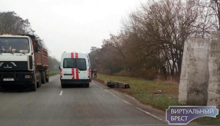 Березовский район: из-за неправильно выбранного бокового интервала в ДТП травмирован водитель мопеда
