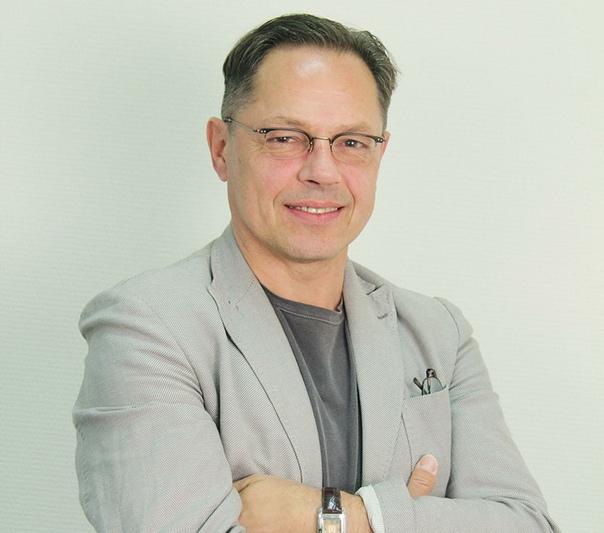 actor Игорь Скляр. Игорь Борисович Скляр (род. 18 декабря 1957, Курск) - советский и российский актёр театра и кино. Биография. Отец был инженером-строителем, а мама - инженером-технологом. С