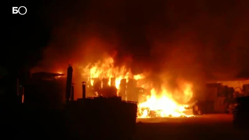 В Казани на Горьковском шоссе сгорел строительный дворик