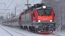 Электровоз ЭП20-035 с фирменным поездом №60 Москва - Нижневартовск