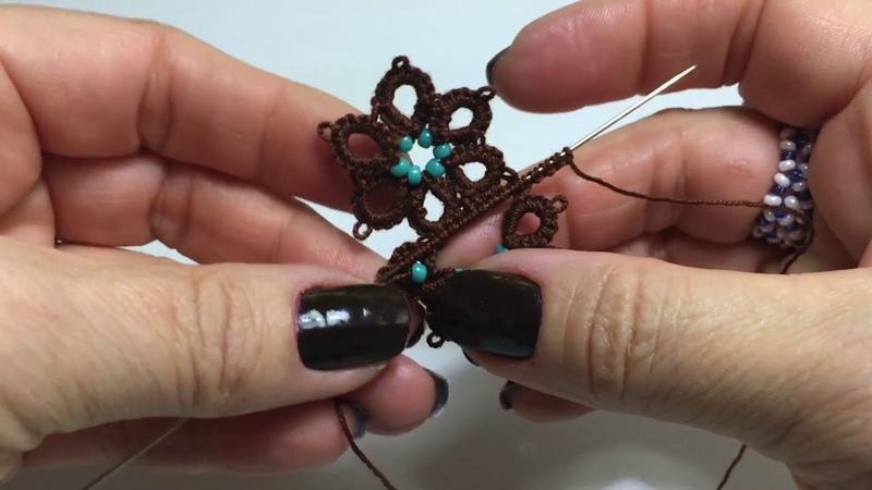 Frivolité con aguja, collar de flores (Español)