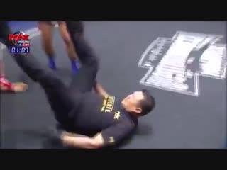 Тайский боксер нокаутировал судью и противника