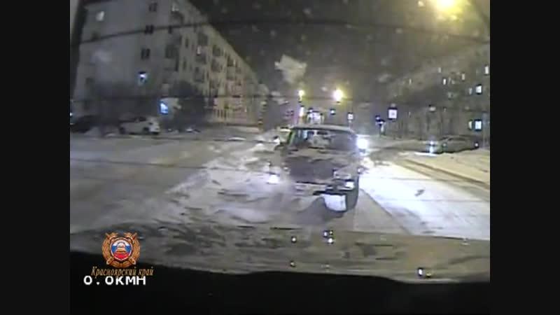 Инспекторы дорожно-патрульной службы города Зеленогорска помогли водителю в мороз