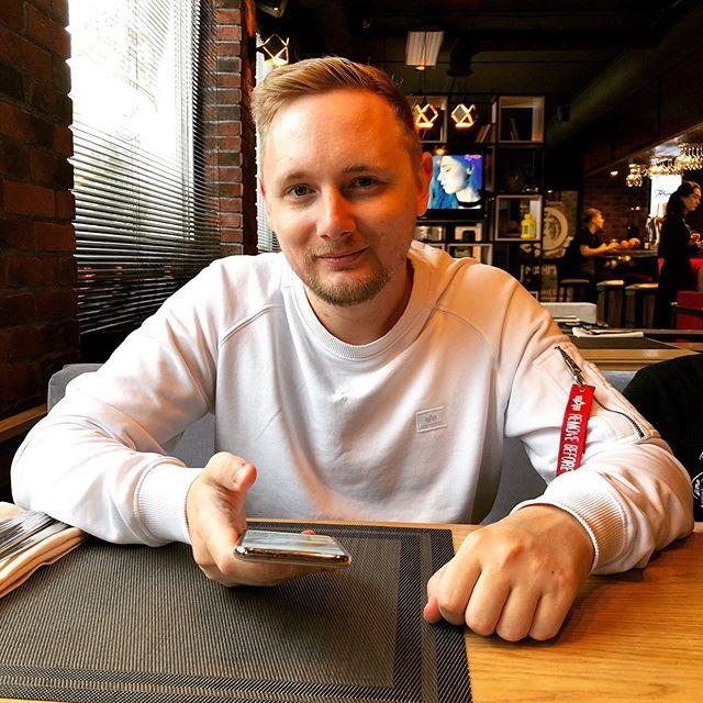 Константин Ладанин: Сегодня этот красавчик будет знакомиться на улицах Москвы с красивыми телочками. Видел скоро на канале.