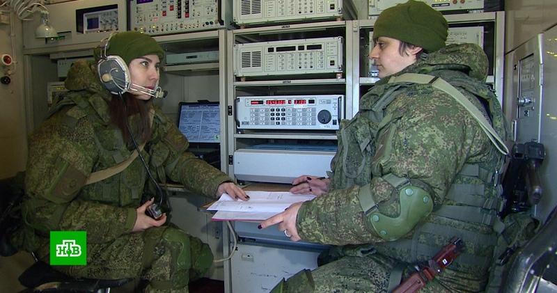 Тысячи женщин-военнослужащих принимают поздравления с 23 Февраля