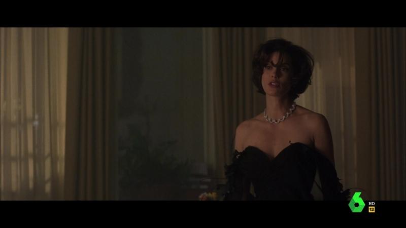 El mañana nunca muere (1997) Tomorrow Never Dies sexy escene 04 Teri Hatcher