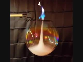 Огненный торнадо внутри пузыря