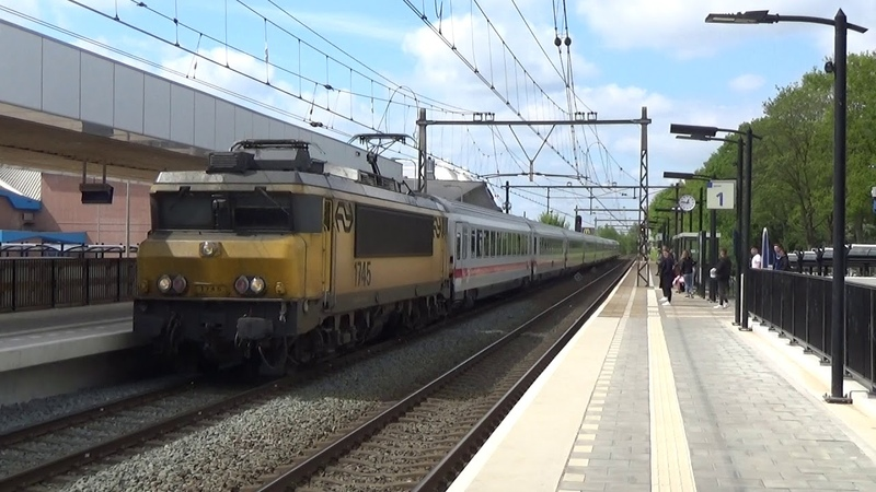 NS loc 1745 komt met IC Berlijn door Deventer Colmschate