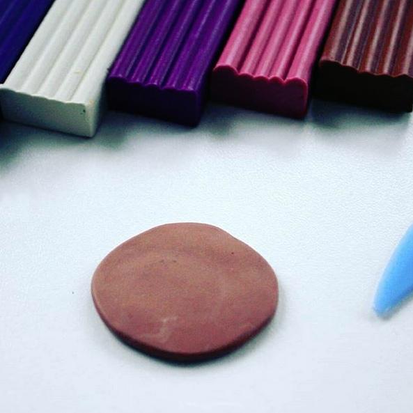 ЛЕПИМ С ДЕТЬМИ. ПОДЕЛКИ ИЗ ПЛАСТИЛИНА. Пластилин является прекрасным материалом для развития творческих способностей ребёнка. Многим деткам будет очень интересно попробовать слепить для своих