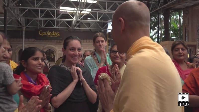 HH Radhanath Swami arrival