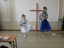 Танец на еврейском и испанском Я счастлив в Боге Израиля
