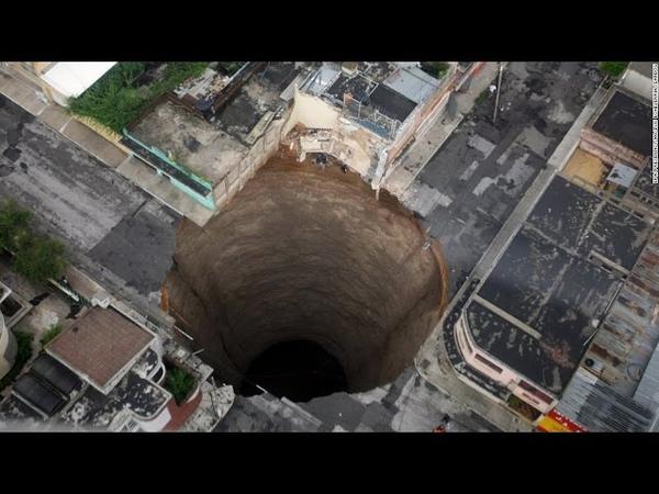 Hiện tượng sụp lở đất mà camaera quay được (live)