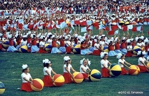 В це тяжко повірити, але це масштабне дійство - святкування 700-річчя Рівного на Авангарді у 1983 році