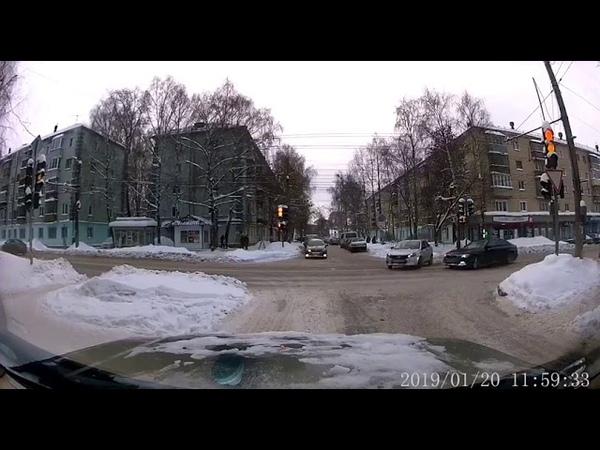 БМВ снес светофор на Щорса