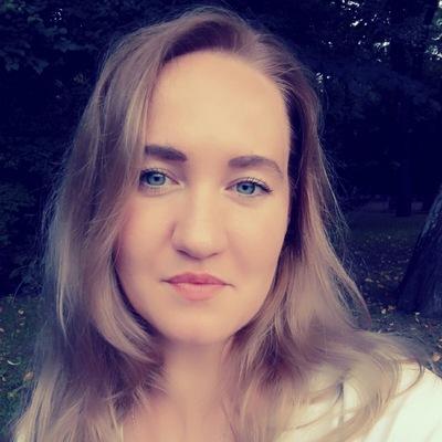 Оля Комченкова