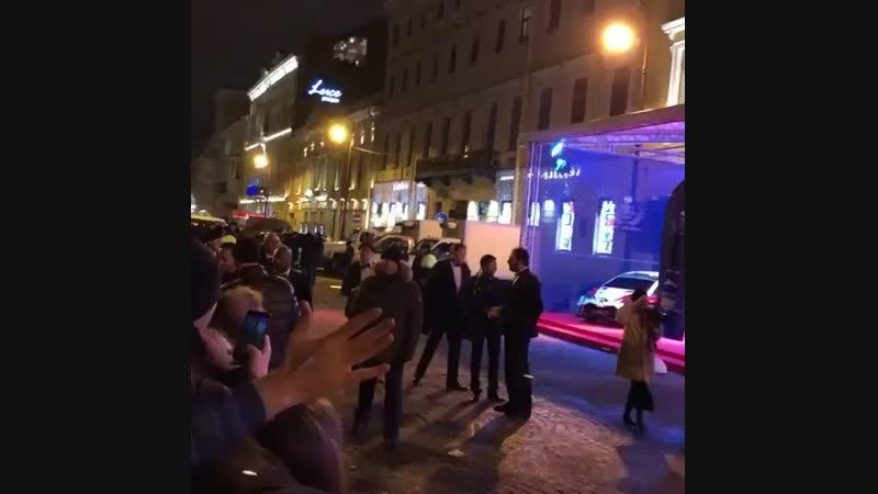 Льюис с поклонниками в Санкт-Петербурге