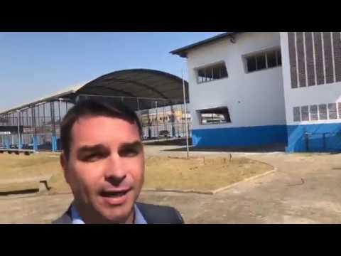 Flávio Bolsonaro apresenta novo colégio da POLICIA MILITAR