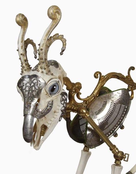 Гибриды Джессики Джослин Американская художница и скульптор Джессика Джослин (Jessica Joslin) создает оригинальные скульптуры из подручных материалов, найденных ею на барахолках и чердаках.