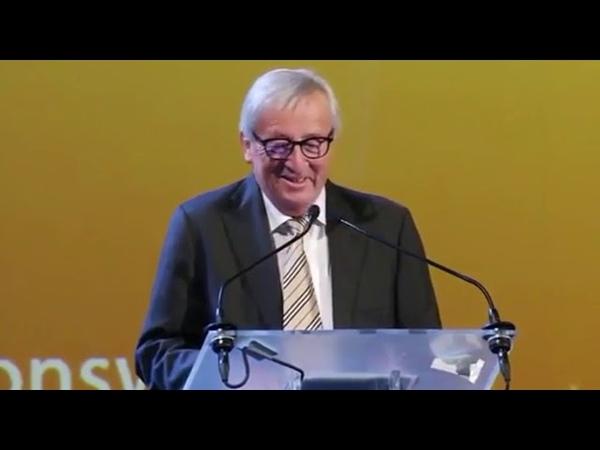 Jean Claude Juncker balla sul palco la musica non si ferma e lui fa il verso a Theresa May