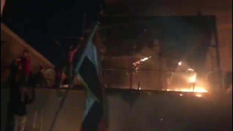 Протестующие сожгли штаб-квартиру БАДР (на ролике), здание Катаиб Хезболлы и несколько административных зданий в Басре