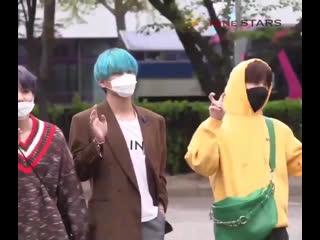 """Pls the guy screaming """"hoseok-ah saranghaeyo"""""""