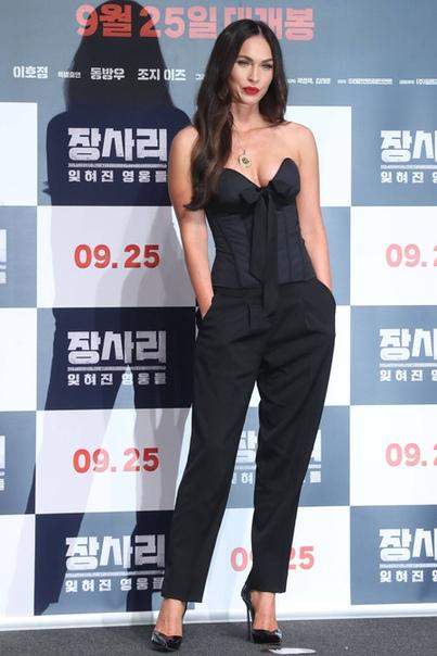 """Роковая красота: Меган Фокс на премьере фильма """"Битва за Джансари"""" в Южной Корее"""