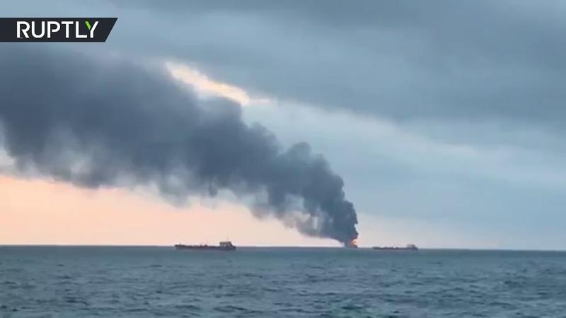 В Керченском проливе горит судно