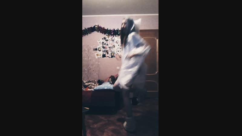Танцую в дождевике