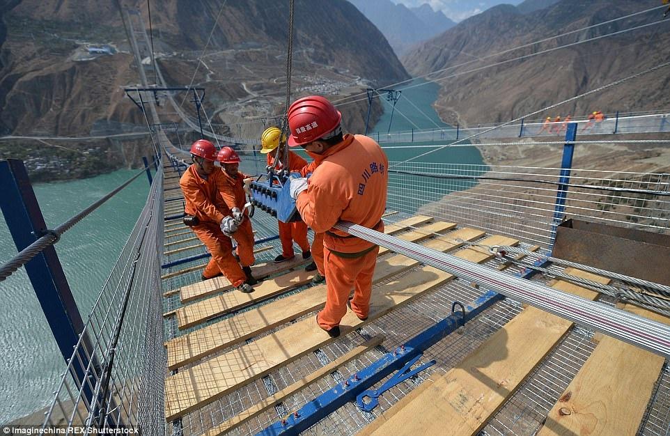 Дроны в строительстве мостов