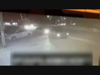 Видео с камер момент нападения на полицейских в НальчикеВ Нальчике совершено нападение на пост ДПС с использованием холодного