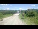 Отчаянный водила грузовика решил опробовать на прочность хлипкий мост