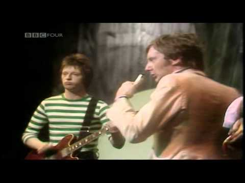 Dr Feelgood Lights Out (Top Of The Pops 12.5.1977.)