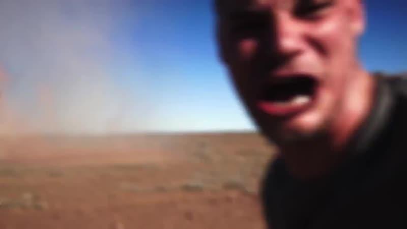 Австралиец сделал селфи на фоне торнадо
