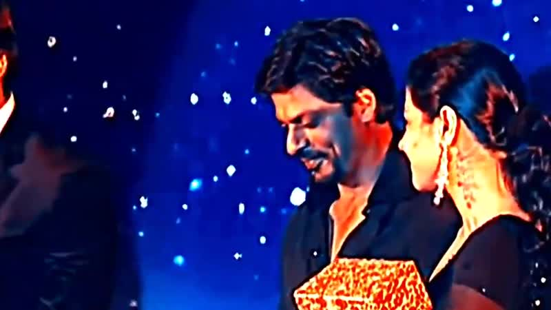 Throw back to the old good times . - - SRKajol with @SrBachchan in 2005 - [ @KajolAtUN @iamsrk ] - SRK kajol