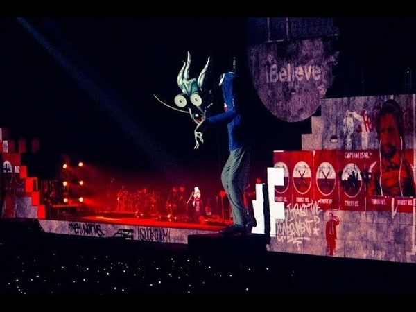 Roger Waters - Another Brick in the Wall Part 2 @ Санкт-Петербург 25.04.2011