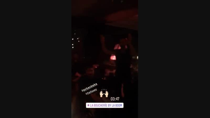 Farah şarkı söylüyor ve Erkan dans ediyor dünya 15 saniyeliğine güzelleşiyor FarahZeynepAbdullah ErkanKolçakKöstend
