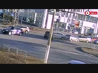 В Магнитогорске водитель ваз 2114 неудачно решил проскочит перекрёсток