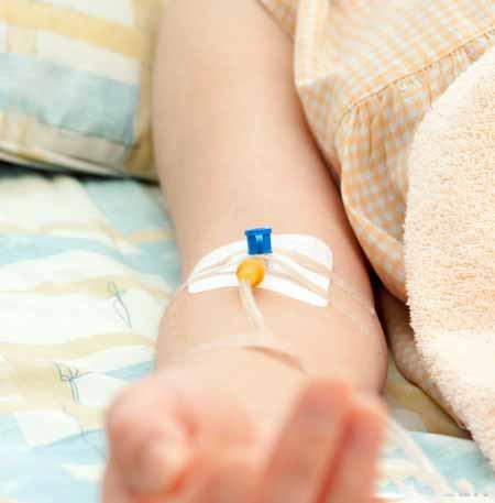 Кетамин - это общий внутривенный наркоз, используемый во время или после медицинских процедур.