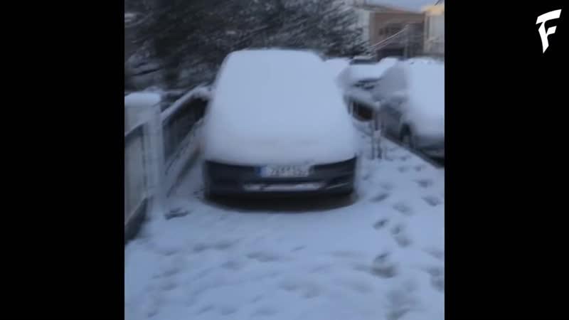 Снегопад в Афинах, Греция. ¦ Snowfall in Athens, Greece.