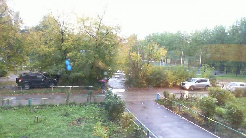 2018-09-20 07-57-23.825 в школу утром в дождь по дороге через лужи