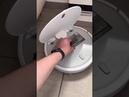 Робот-пылесос общается с людьми