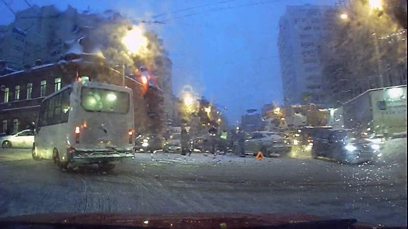 Авария на перекрестке Цюрупы и Коммунистической