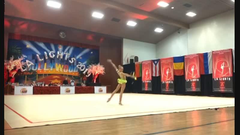 Виктория Оноприенко Булавы LA Lights 2019