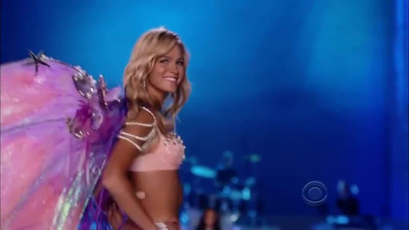 Maroon 5 Moves Like Jagger LIVE HD (Victorias Secret Fashion Show 2011-Anne VyalitsynaAdam Levine)