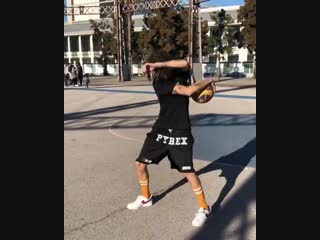 Kizaru показал, что умеет делать с баскетбольным мячом [NR]