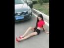 прикол брошеная девушка на дороге