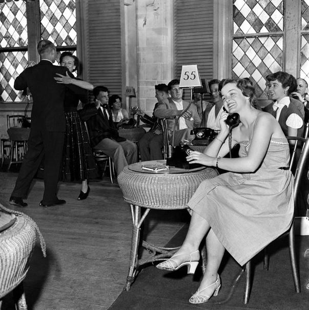 Танцевальный клуб с телефоном знакомств для застенчивых молодых людей, США, 1953 год