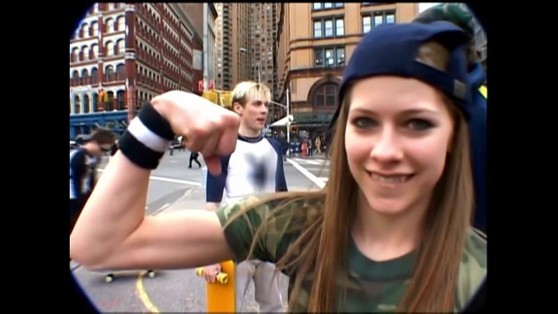 Avril Lavigne - Flexing Biceps =)